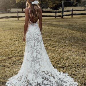 NWT Floral lace wedding dress with nude lining